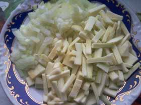 Диетическая куриная грудка под овощной шубкой запеченная в духовке: незабываемый вкус картинки