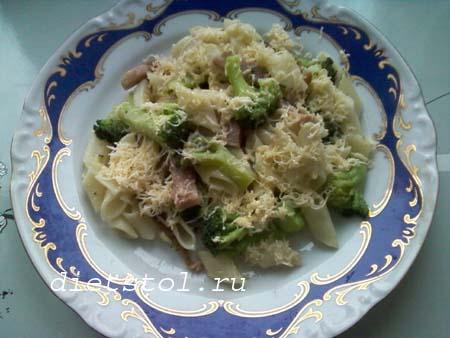 паста с ветчиной , сыром и брокколи