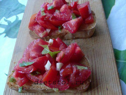 итальянская закуска из помидоров с ароматным базиликом фото