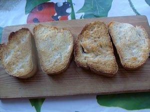 обжариваем хлеб до золотистой корочки фото