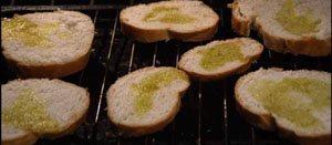 чиабатту или любой другой хлеб в деревенском стиле обжариваем в духовке фото