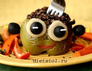 идея сервировки детского блюда на Хэллоуин франкенштейн фото