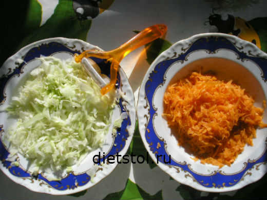 нарезаем капусту и морковь для салата капуста фото