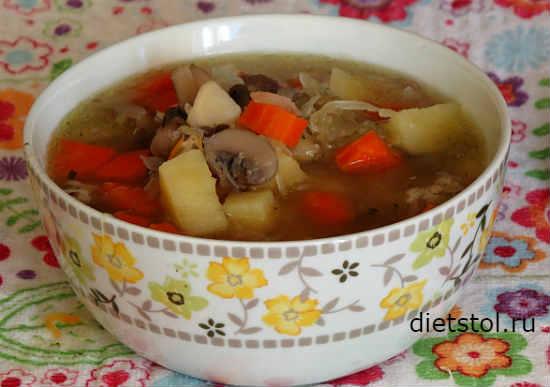 Простой грибной суп с курицей