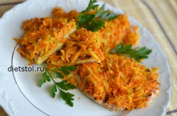 Щука жареная с луком и морковью