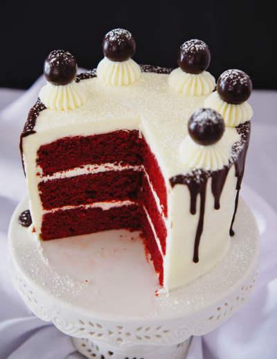 как оформить красный торт