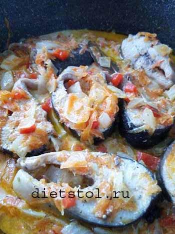 Горбуша тушеная: как приготовить с овощами на сковороде