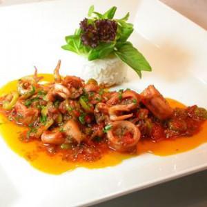 Как приготовить кальмары с изюмом и кедровыми орешками