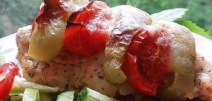 филе куриное запеченное с овощами и сыром