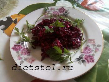 салат из сырой свеклы фото