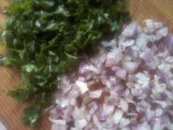 лук и петрушка для салата фото