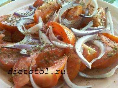 базиликовый салат из свежих помидоров фото