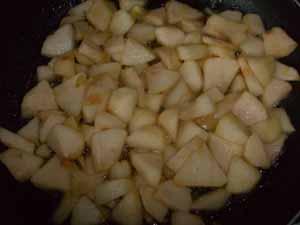 подготавливаем яблочную начинку