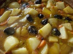 добавляем чернослив приготовление картофеля тушеного с черносливом