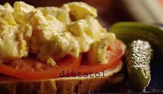 вариант бутерброда с яичным салатом фото