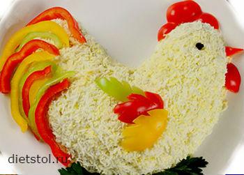 салат в форме петуха -огненный петушок