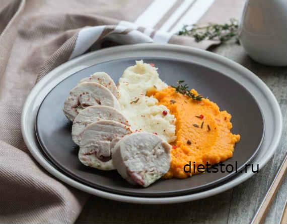 Куриные рулетики с беконом и сыром