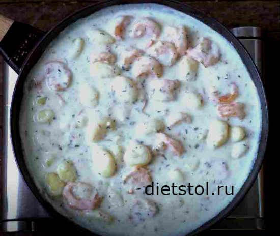 Креветки в сливочно-чесночном соусе с сыром фото
