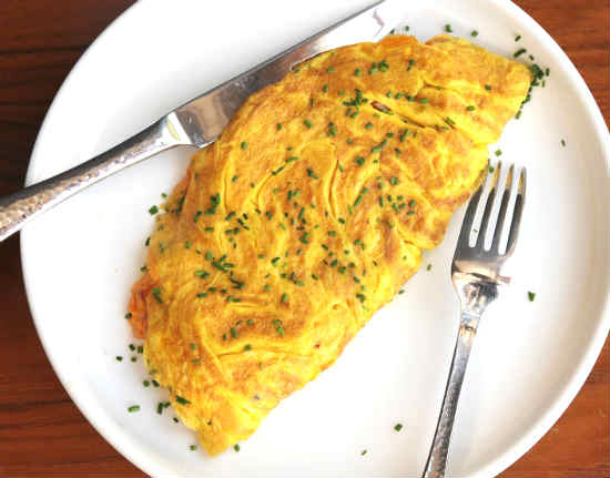 Омлет с сыром на сковороде рецепт